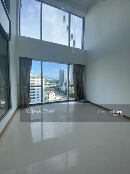Living room double volume space / loft