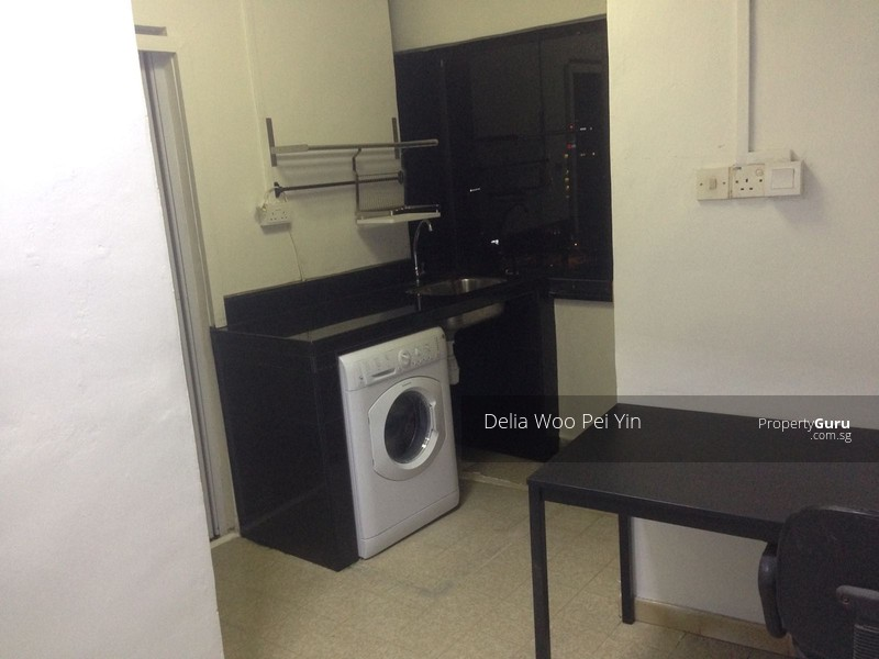 studio apartment master and common bedrooms available for rent in
