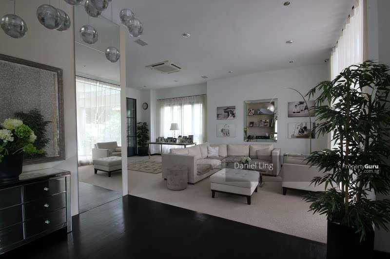 NOT MANY FOR SALE, DESIGNER BUNGALOW --- TREVOSE CRES. WITH HOME LIFT & POOL. WITHIN 1KM TO SCGS #79070067