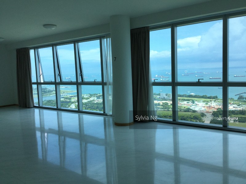 Panoramic view of the sea in the living and dining room