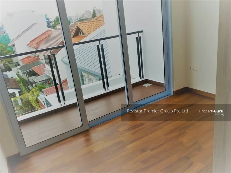 Like Bungalow! Greenery View Well Maintained House in Siglap vicinity! #106699951