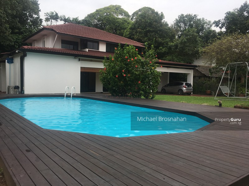 Amazing Bungalows With Swimming Pool Part - 4: Spacious Garden, With Swimming Pool And Pool Deck.