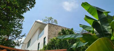 For Sale - Lovely Modern 2. 5 Sty Bungalow, Upp Thomson