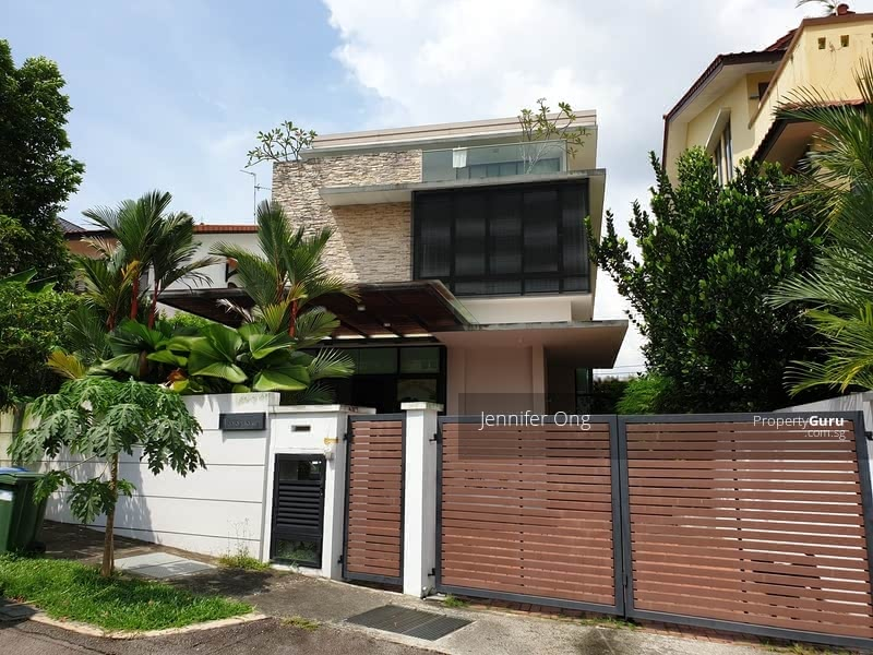 Lovely 2.5 Sty Bungalow, CHIJ, MRT Mayflower, Stroll to Bishan Park ( FREEHOLD) #129895281
