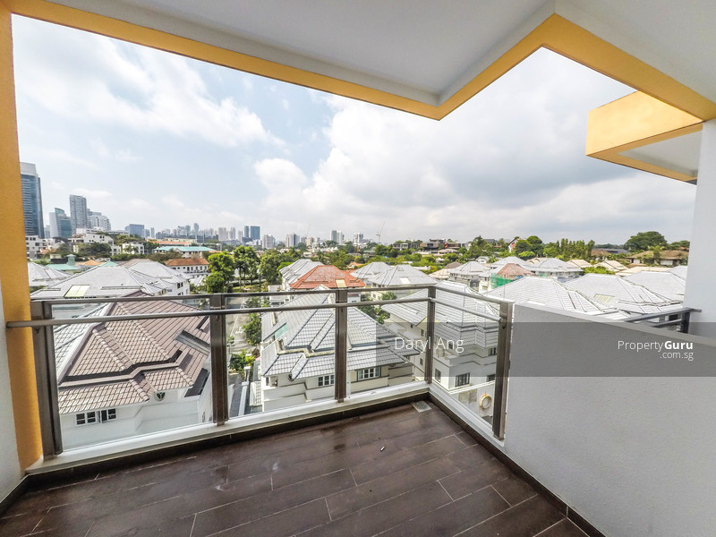 1st level balcony