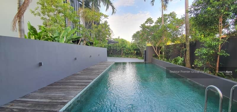 Kembangan Estate Bungalow suits Multi Generation Family - Comes with Lift and Pool! Enjoy Privacy! #129319929