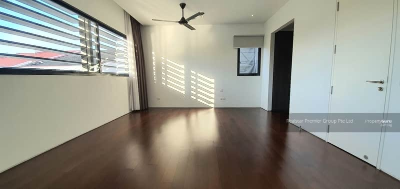 Kembangan Estate Bungalow suits Multi Generation Family - Comes with Lift and Pool! Enjoy Privacy! #129319983