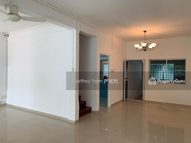 Jalan Riang #109854389