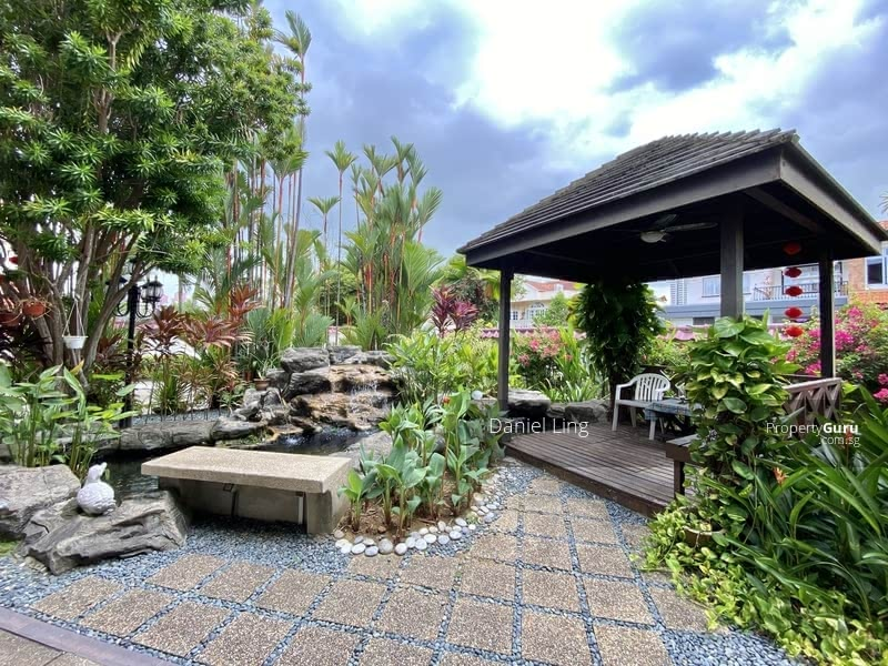 Within 1km to NYPS & around 650m walk to Farrer MRT. Charming Bungalow on Hilltop @ King's Vicinity #128232163