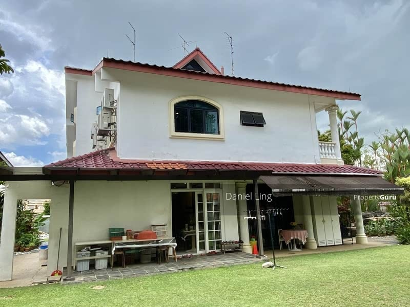 Within 1km to NYPS & around 650m walk to Farrer MRT. Charming Bungalow on Hilltop @ King's Vicinity #128232169