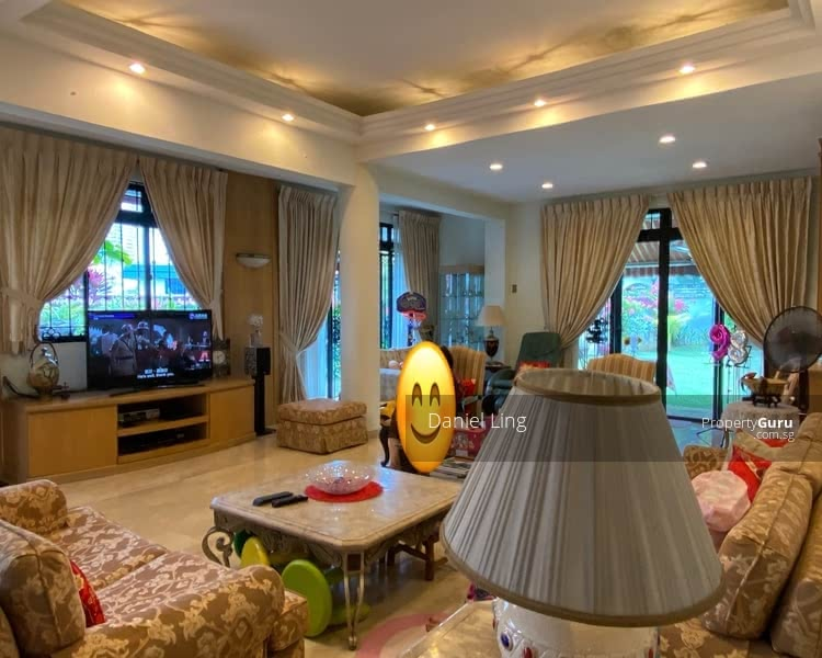 Within 1km to NYPS & around 650m walk to Farrer MRT. Charming Bungalow on Hilltop @ King's Vicinity #128232175