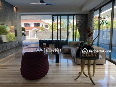 For Sale - ❤️STYLE. TASTE. UNIQUE ❤️Gorgeous Designer Bungalow In East Coast Locale❗️