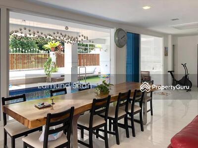 For Sale - ★ Clover Corner Terrace ★ 2 MRTs ★ Next to Park ★