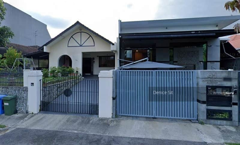 Semi-Detached House on Huge Piece of Land for your Dream Home! #126428717