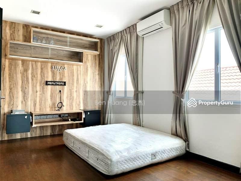 Rare 3 Storey Corner-T @ Quaint Corner Terrace in Serangoon/Kovan Vicinity #127078473