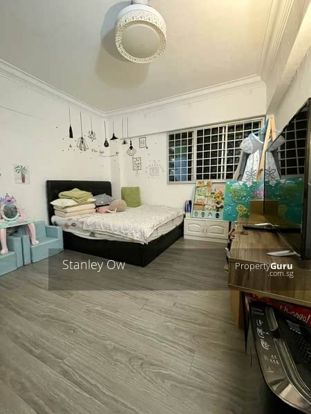 237 Jurong East Street 21 #127853829
