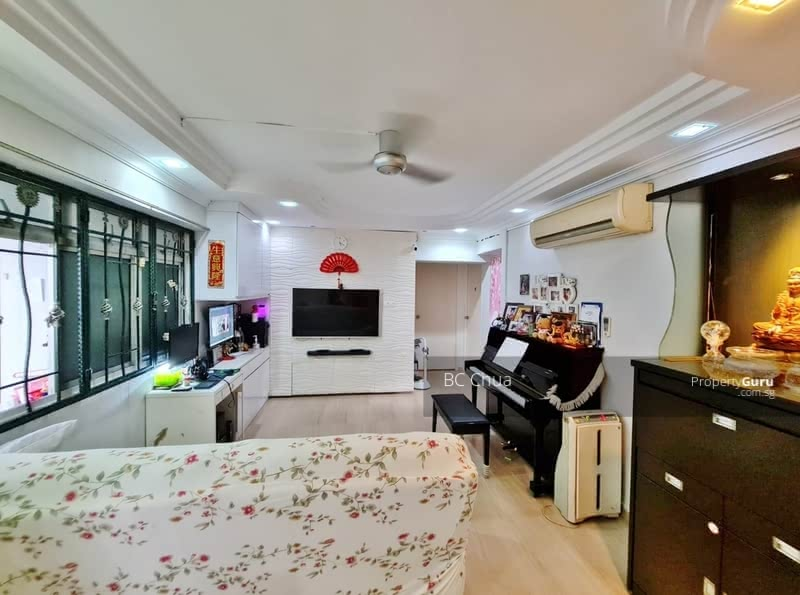 Renovated ! Marble & Parquet Flooring. Fully Airon !