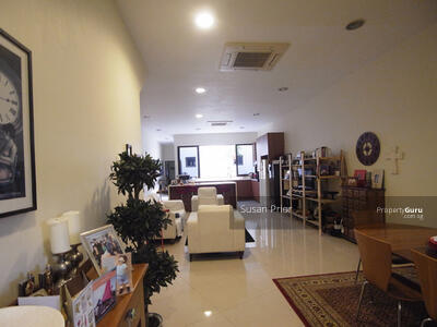 For Rent - Tembeling - Big 3 Bed 4 Bath Peranakan 1700/3000sf Land! Ample Parking 1 Year/2 Yrs