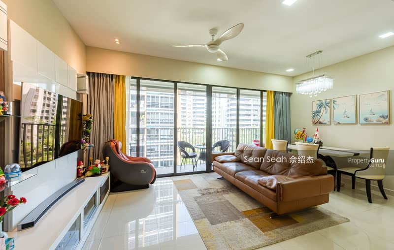 living area - spacious and ample distance to TV