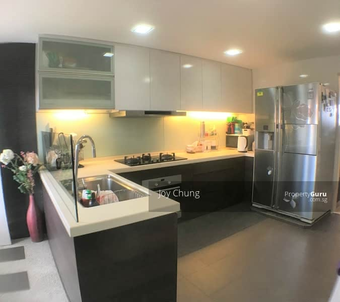 Large Spacious Kitchen with Oven