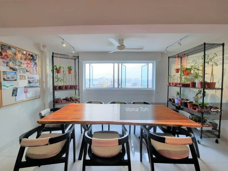 Dining area offers unblocked view of the city and landed enclave, natural light and wind