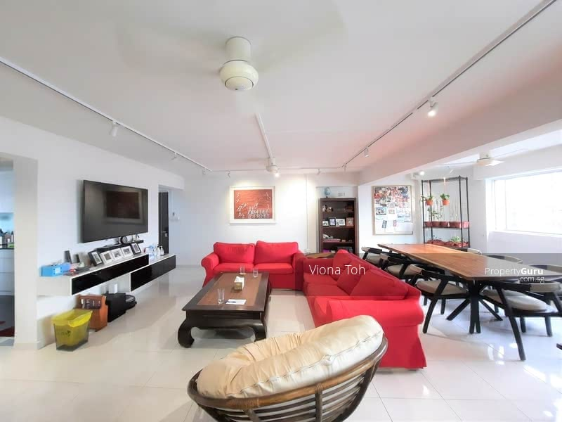 Very spacious living and dining area, fit large L-shape sofa, 8-seater dining table and more