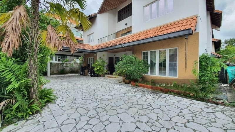 D15 Lovely and lots of Privacy 3 Storey Corner Bungalow House at Cul De Sac, minutes to Siglap MRT #129612967