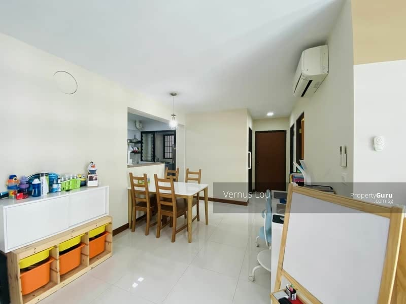 818B Choa Chu Kang Avenue 1 #129687843