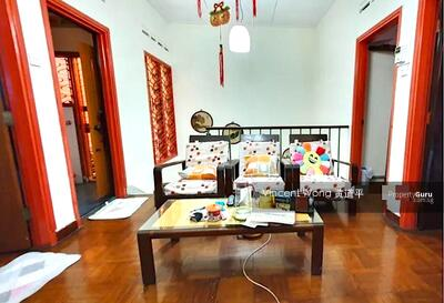 For Sale - Affordable Freehold Landed House Near MRT
