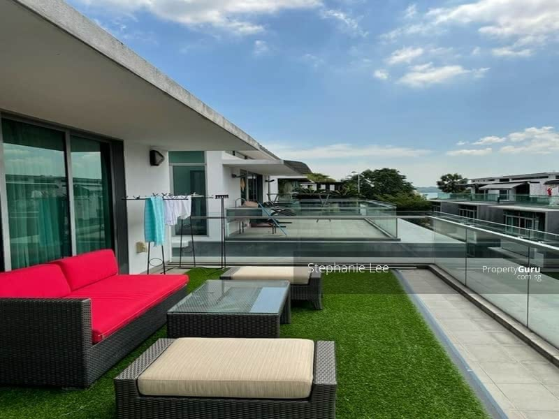 Windy Open Roof Terrace with blue sky & sea view of Pasir Ris Park/Beach