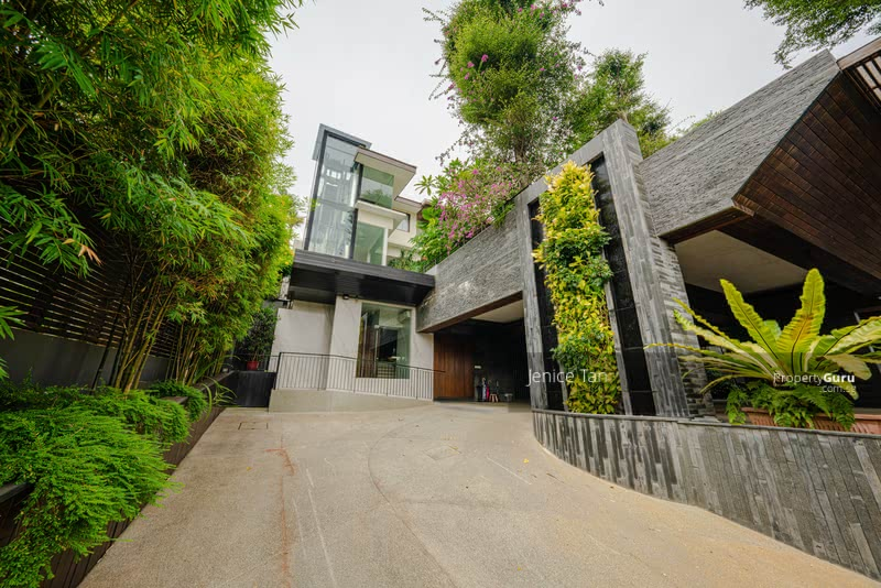 SIMPLY ATAS!! Luxe Villa Elevated View! Elegant, Luxurious Bungalow Nestled in Prime Braddell Hts #130401783