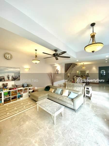 Luxurious & Spacious Living Area