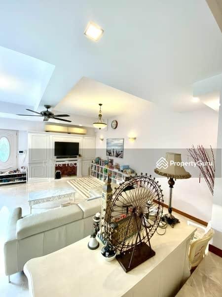 Luxurious & Spacious Living Area 2