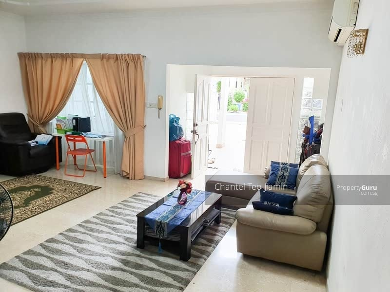 Good Size Terrace in convenient location #129845463