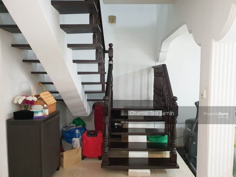 Good Size Terrace in convenient location #129845469