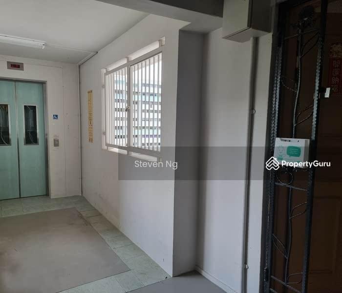 Lift landing - door to door unit