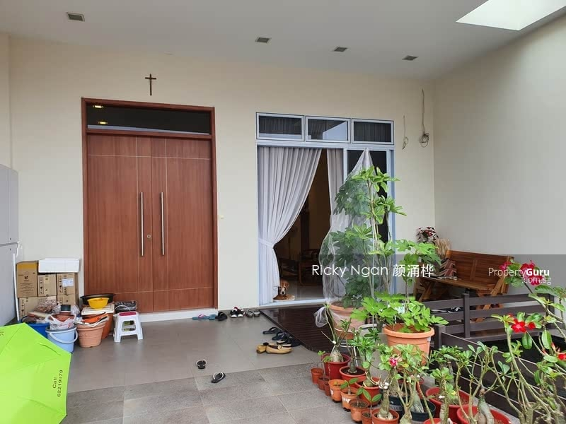 Freehold Inter Terrace near Kovan MRT #129952293