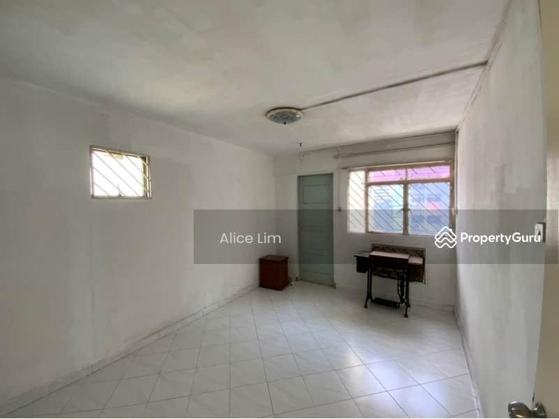 678 Hougang Avenue 8 #130683037