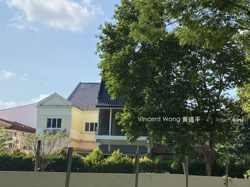 Charming Terrace House in D13 #130720153