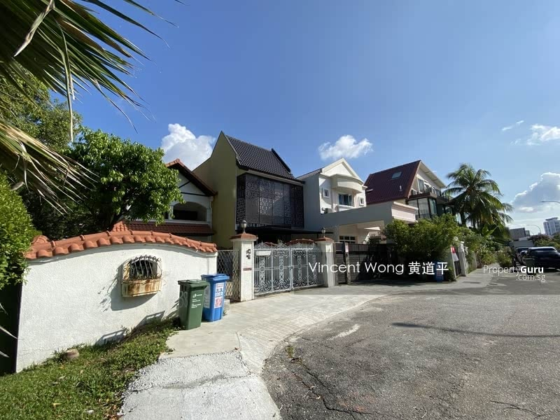 Charming Terrace House in D13 #130720157