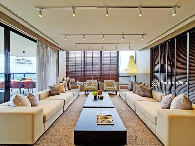 Designer Decorated Spacious Living