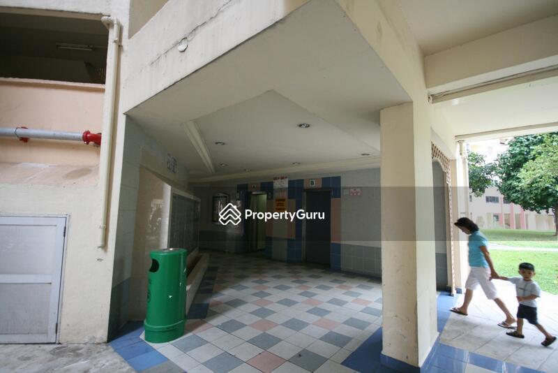 303 Jurong East Street 32 #0